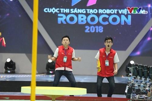 Đội tuyển DCN-TMQT Khoa Cơ khí lọt top 22 đội tuyển xuất sắc tham dự vòng chung kết Robocon Việt Nam 2018.