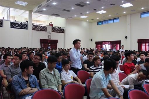 Hội nghị Lớp trưởng, Bí thư các lớp năm 2018: Trực tiếp giải đáp hơn 30 ý kiến thắc mắc của sinh viên