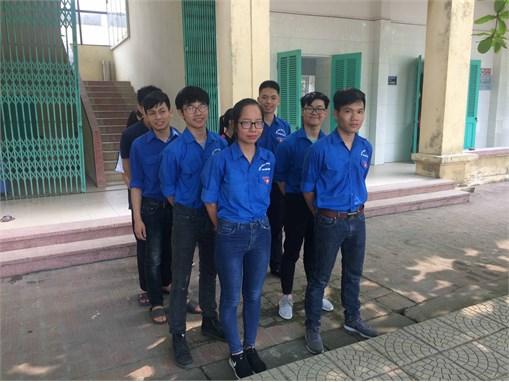 Sinh viên Khoa Công nghệ Hóa ra quân trong tuần lễ 5S thứ 15