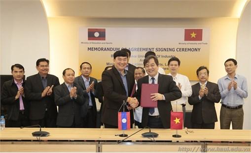 Ký biên bản ghi nhớ với Bộ Giáo dục và Thể thao Lào