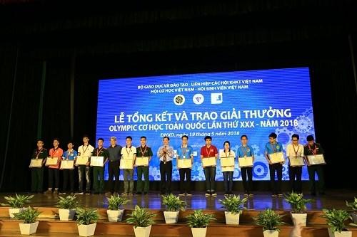 Đội tuyển Cơ học khoa Cơ khí giành giải cao tại kỳ thi Olympic Cơ học toàn quốc năm 2018