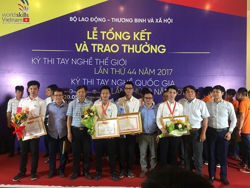 Ba thí sinh khoa Cơ khí xuất sắc giành giải cao tại hội thi tay nghề Quốc gia Thiết kế kỹ thuật Cơ khí - CAD năm 2018
