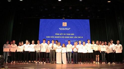 Tổng kết và trao giải Sinh viên nghiên cứu khoa học lần thứ IX