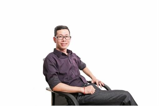 Nguyễn Huy Du– Tác giả sáng chế đèn học thông minh « THE SMART LIGHT »
