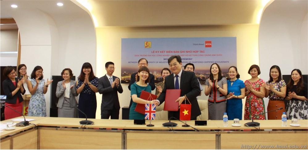 Ký Biên bản ghi nhớ giữa Đại học Công nghiệp Hà Nội và Hiệp hội Kế toán Công chứng Anh Quốc - ACCA