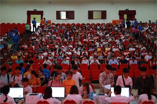Chào đón 6.900 tân sinh viên đại học K13 nhập học