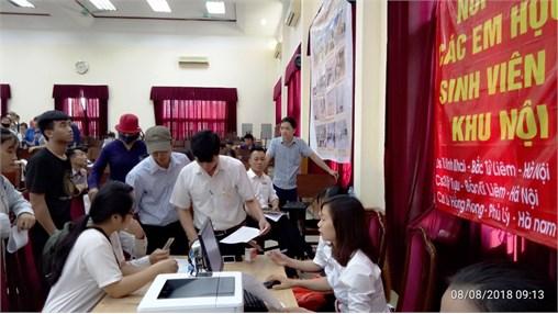 Tưng bừng ngày tân sinh viên đến làm thủ tục xác nhận nhập học và đăng ký vào Ký túc xá.