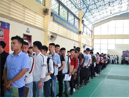Rộn ràng ngày nhập học của 1.500 sinh viên khối giáo dục nghề nghiệp