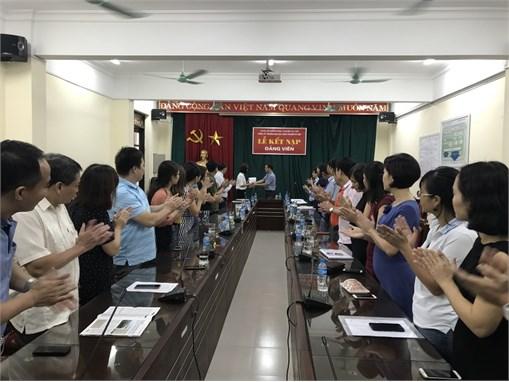 Kết nạp Đảng cho sinh viên ưu tú