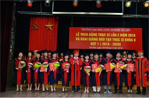 Trao bằng Thạc sĩ đợt 2 năm 2018 cho 111 học viên và Khai giảng đào tạo Thạc sĩ khóa 8 đợt 1 ( năm 2018 – 2020)