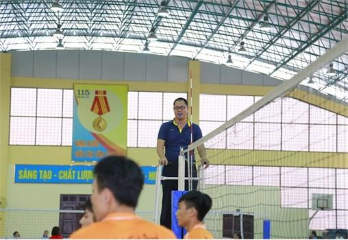 Sôi động Giải bóng chuyền Cán bộ viên chức, Học sinh sinh viên Đại học Công nghiệp Hà Nội năm 2018