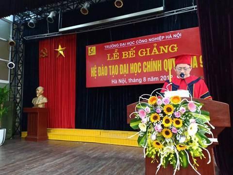 Lễ bế giảng và trao bằng tốt nghiệp cho sinh viên Đại học chính quy khóa 9