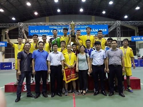 Liên quân khoa Cơ khí xuất sắc giành huy chương vàng bóng chuyền nam và huy chương bạc bóng chuyền nữ CBVC- HSSV năm 2018