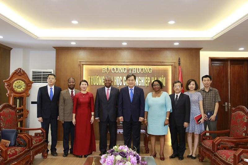 Đại học Công nghiệp Hà Nội tiếp đoàn Đại sứ Mô – dăm - bích thăm và làm việc với Trường