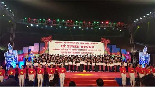 2 Thủ khoa tốt nghiệp trường Đại học Công nghiệp Hà Nội được Thành phố Hà Nội vinh danh năm 2018