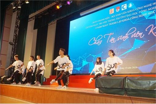 Đêm ca nhạc Chào tân sinh viên K13 Khoa Công nghệ hóa