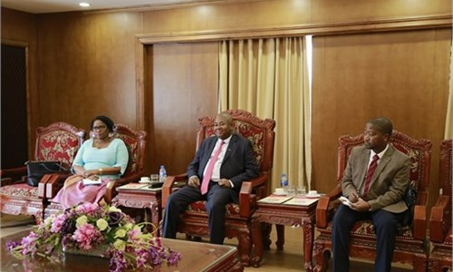 Delegates from Embassy of Mozambique in Vietnam pay a working visit to Hanoi University of Industry