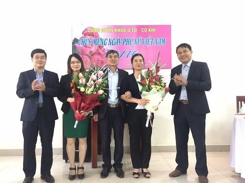 Công đoàn khoa Cơ khí - Ô tô chúc mừng ngày Phụ nữ Việt Nam 20/10