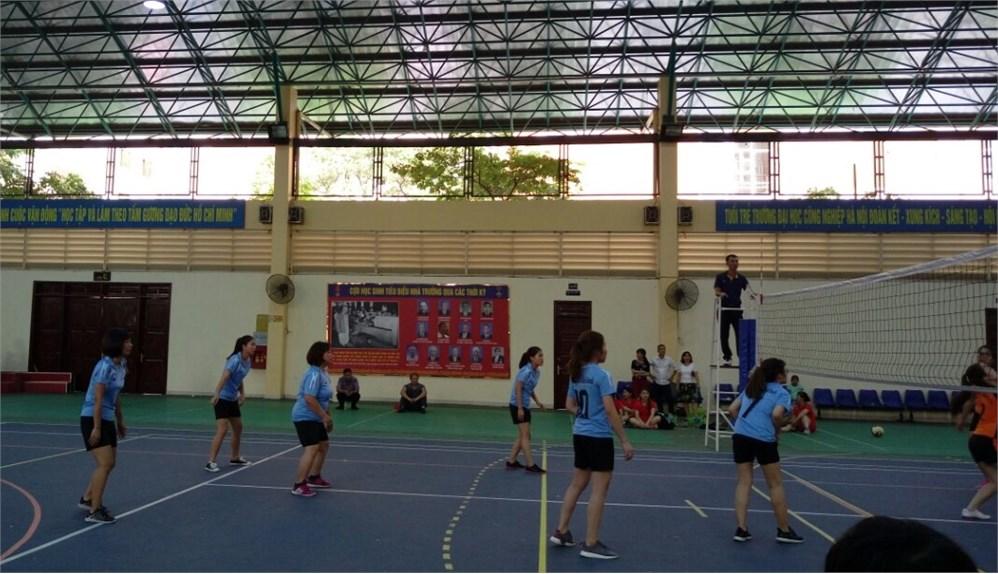 Giải bóng chuyền 2018: Giảng viên & sinh viên Khoa Quản lý kinh doanh tham gia với tinh thần thể thao để sống năng động, cống hiến