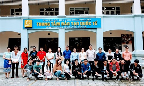 Hanoi University of Industry meets with delegates from Vientiane-Hanoi Friendship Technical and Vocational College