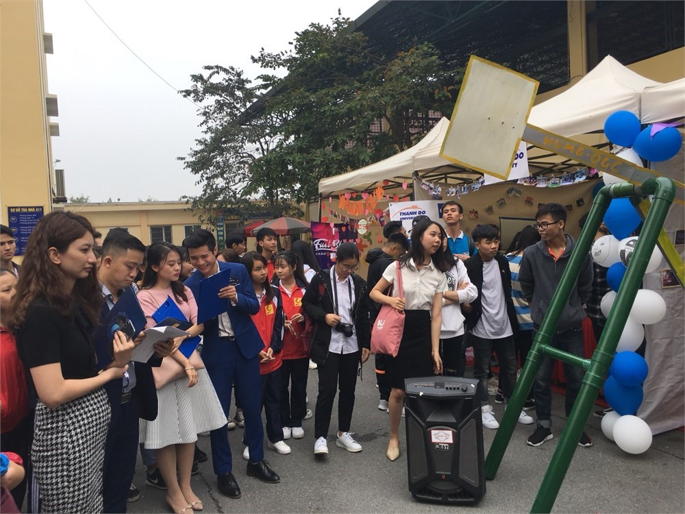 """Tưng bừng """"Ngày hội Sinh viên yêu thích Tiếng Anh - UNI – COL English Language Championships HaUI"""" năm 2018"""