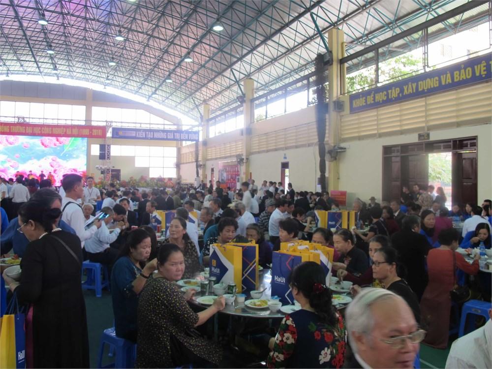 Kỷ niệm 120 năm truyền thống nhà trường (1898-2018) và ngày Nhà giáo Việt Nam 20/11.