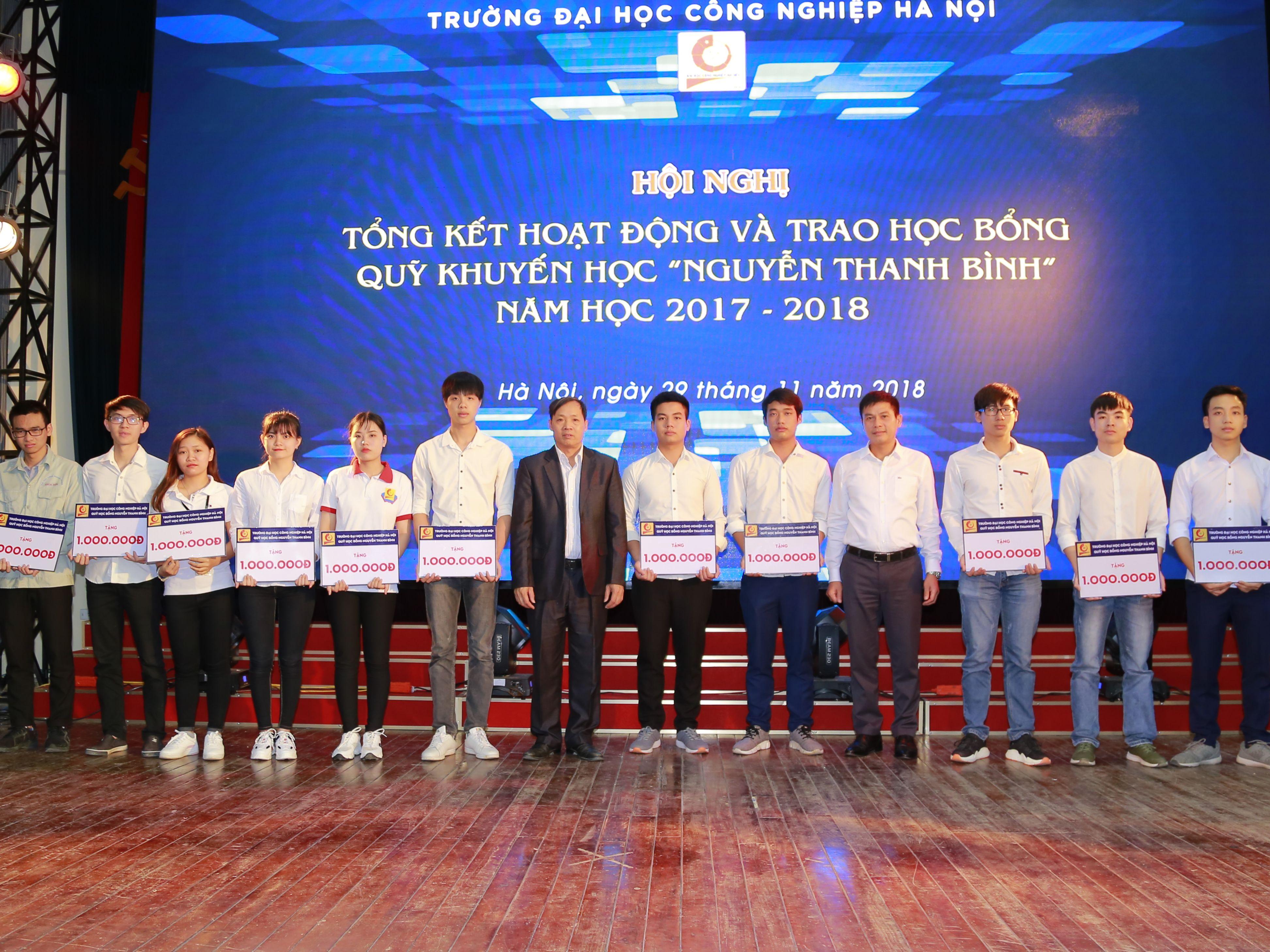 """Tổng kết hoạt động và trao học bổng Quỹ khuyến học """"Nguyễn Thanh Bình"""" năm học 2017-2018"""