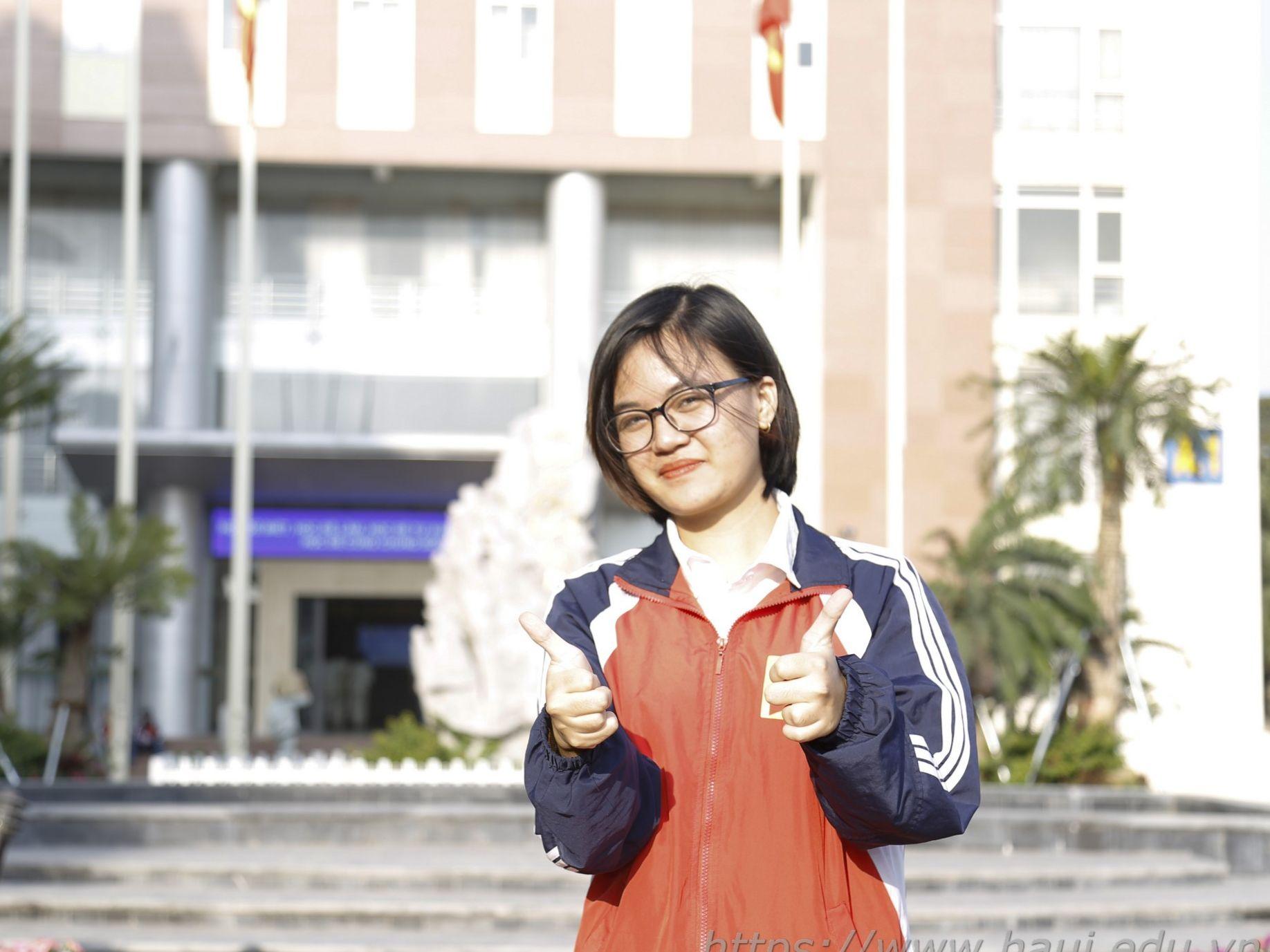 Đại học Công nghiệp Hà Nội viết tiếp ước mơ cho Hằng Nga - cô sinh viên mồ côi vượt khó