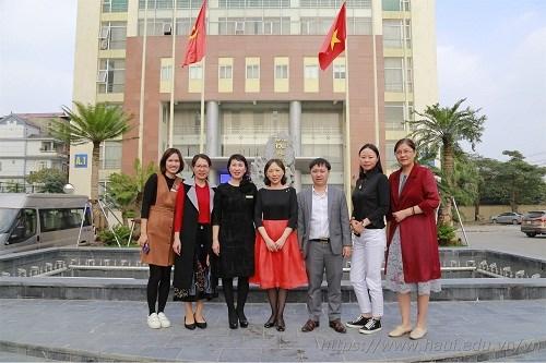 Học viện Công nghệ Trung Nguyên (Trung Quốc) tới thăm và trao đổi hợp tác với Trường Đại học Công nghiệp Hà Nội