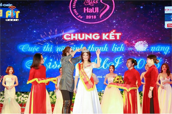 Sắc màu Ngoại ngữ - chung kết Miss HaUI 2018