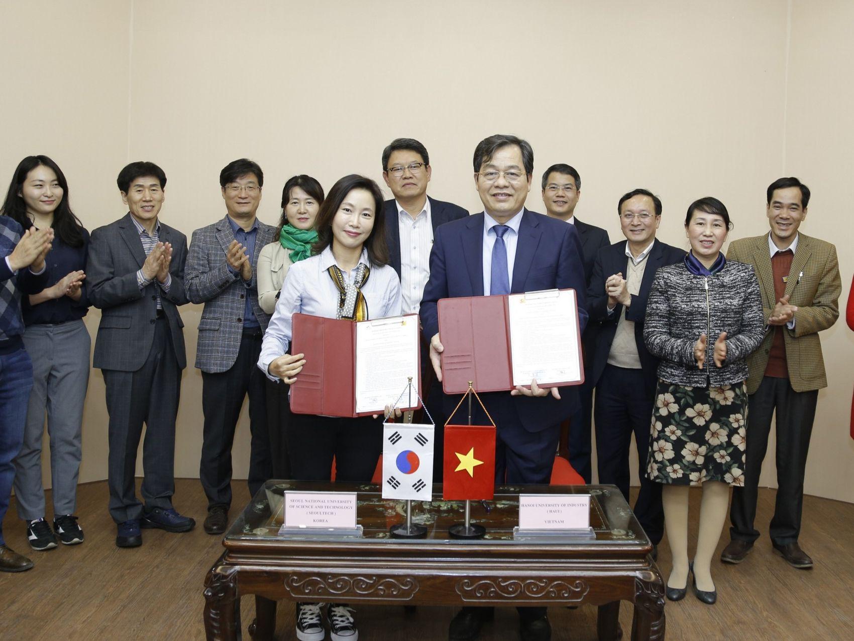 Ký kết Biên bản ghi nhớ với Đại học Khoa học và Công nghệ Quốc gia Seoul - Hàn Quốc