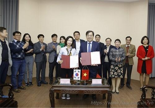 Ký Biên bản ghi nhớ hợp tác với Trường Đại học Khoa học và Công nghệ Quốc gia Seoul - Hàn Quốc