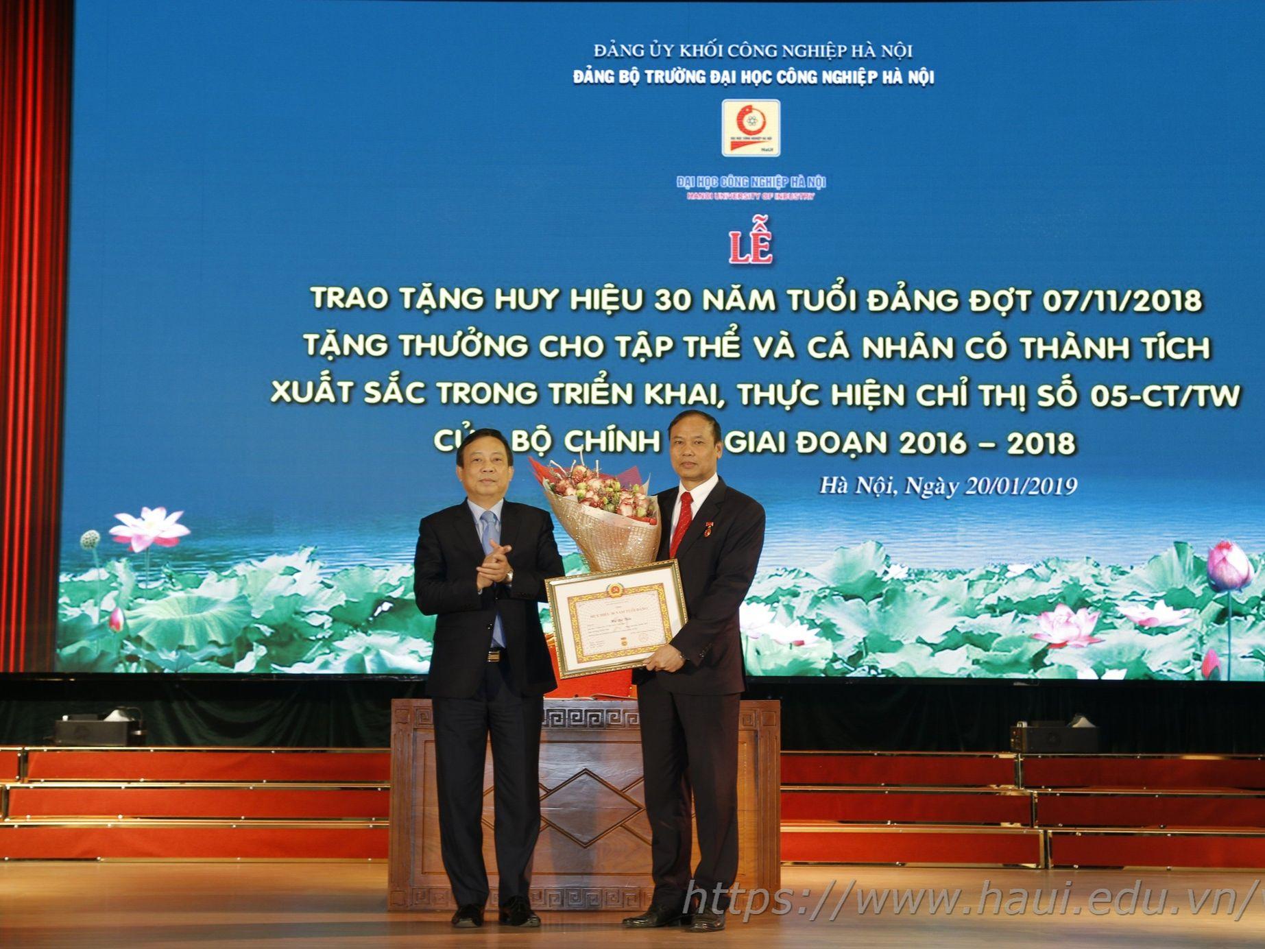 Trao tặng Huy hiệu 30 năm tuổi Đảng; Tặng thưởng cho tập thể và cá nhân có thành tích xuất sắc thực hiện Chỉ thị số 05-CT/TW giai đoạn 2016-2018; Tổng kết công tác Đảng 6 tháng cuối năm 2018 và triển khai nhiệm vụ 6 tháng đầu năm 2019