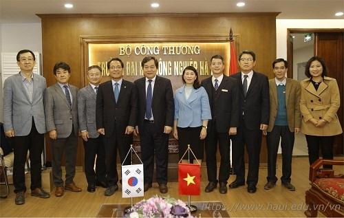 Hiệu trưởng trường Đại học Hannam, Hàn Quốc tới thăm và làm việc với Trường Đại học Công nghiệp Hà Nội