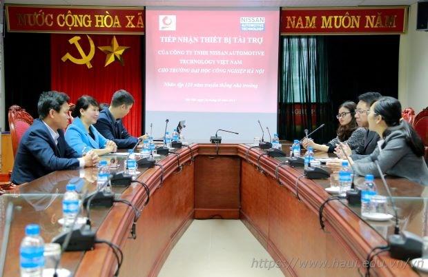 Khoa Điện tử tiếp nhận tài trợ thiết bị của công ty TNHH Nissan Automotive Technology Việt Nam