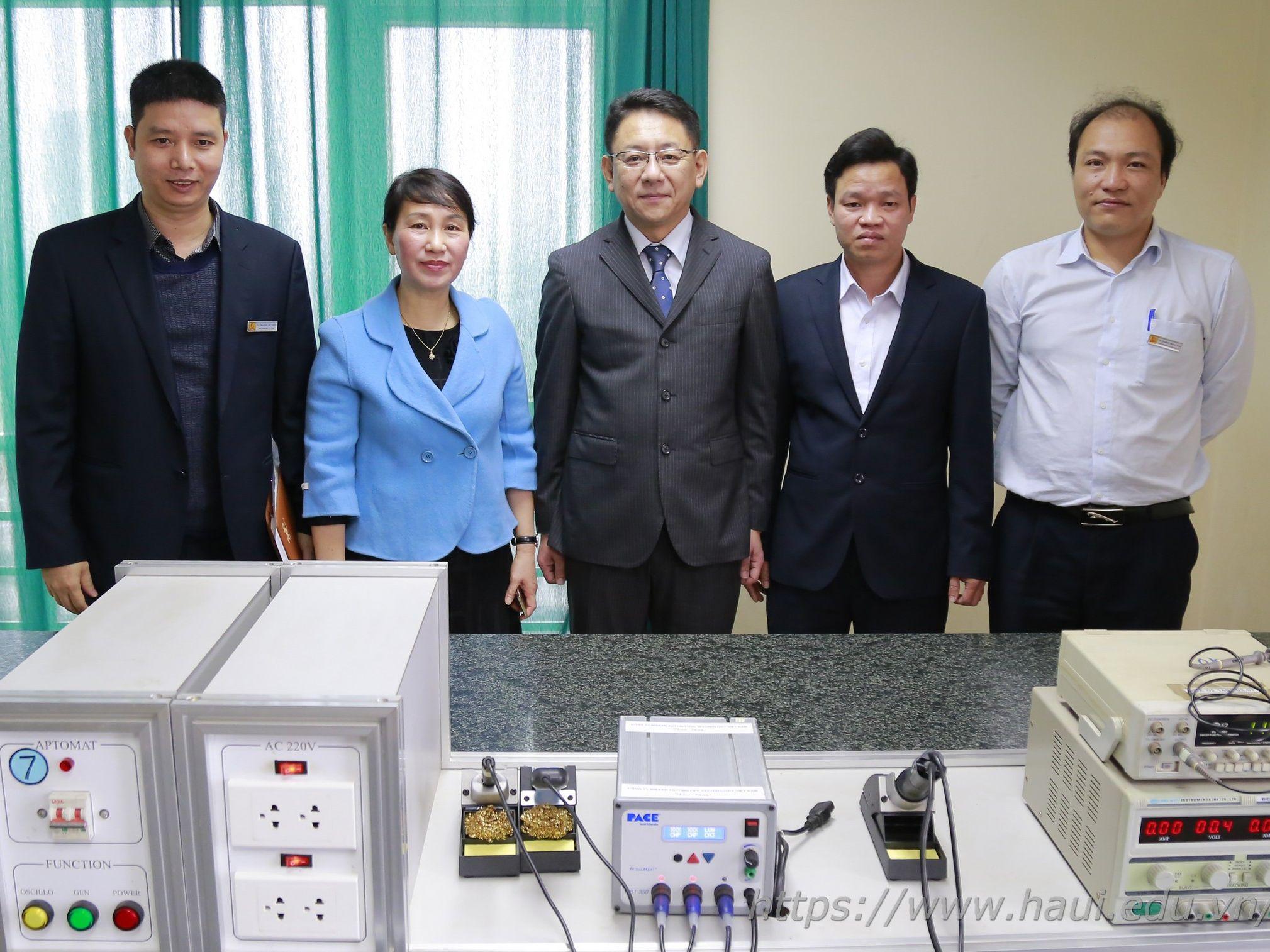 Trường Đại học Công nghiệp Hà Nội tiếp nhận thiết bị tài trợ của Công ty TNHH Nissan Automotive Technology Việt Nam