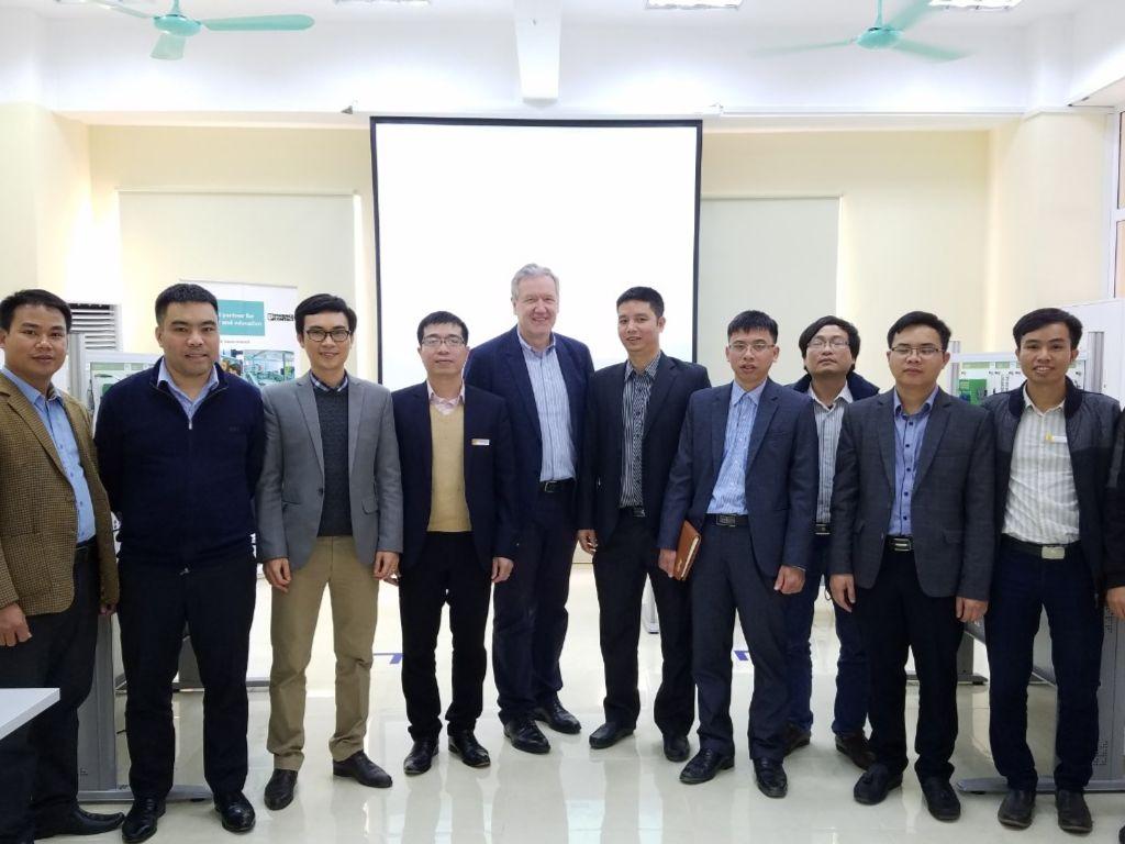 Tập đoàn Phoenix Contact - CHLB Đức đến thăm và làm việc với khoa Cơ khí Trường Đại học Công Nghiệp Hà Nội