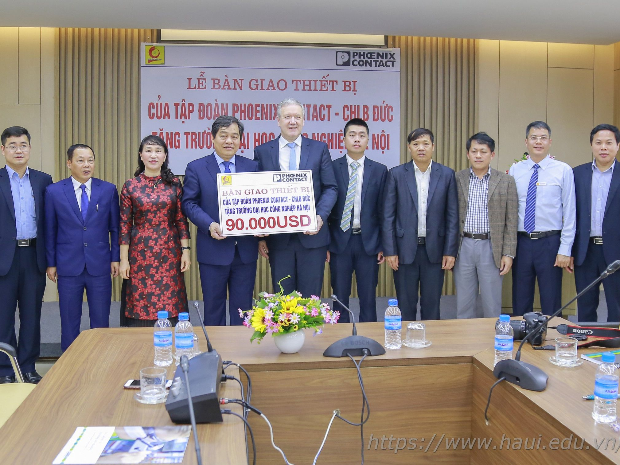 Equipment Handover Ceremony of Phoenix Contact Group - Germany to Hanoi University of Industry