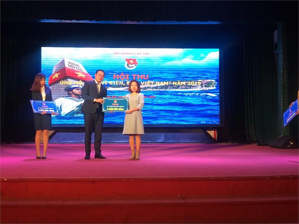 Đoàn TN - Hội SV nhà trường tham gia ủng hộ Quỹ `Vì biển, đào Việt Nam` năm 2019