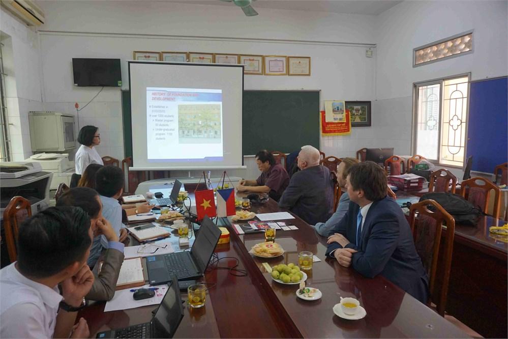 Gặp gỡ và trao đổi hợp tác giữa Khoa Công nghệ hóa - Trường Đại học Công nghiệp Hà Nội với Khoa Công nghệ hóa học - Trường Đại học Tổng hợp Pardubice (Cộng hòa Sec)