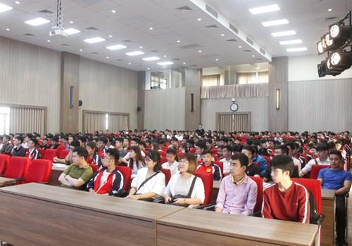Tập huấn viết báo cáo khoa học và kiểm tra tiến độ thực hiện đề tài nghiên cứu khoa học của sinh viên năm học 2018-2019