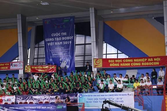Đội tuyển Robocon khoa Điện toàn thắng vòng loại khu vực phía Bắc của Cuộc thi sáng tạo Robot Việt Nam năm 2019