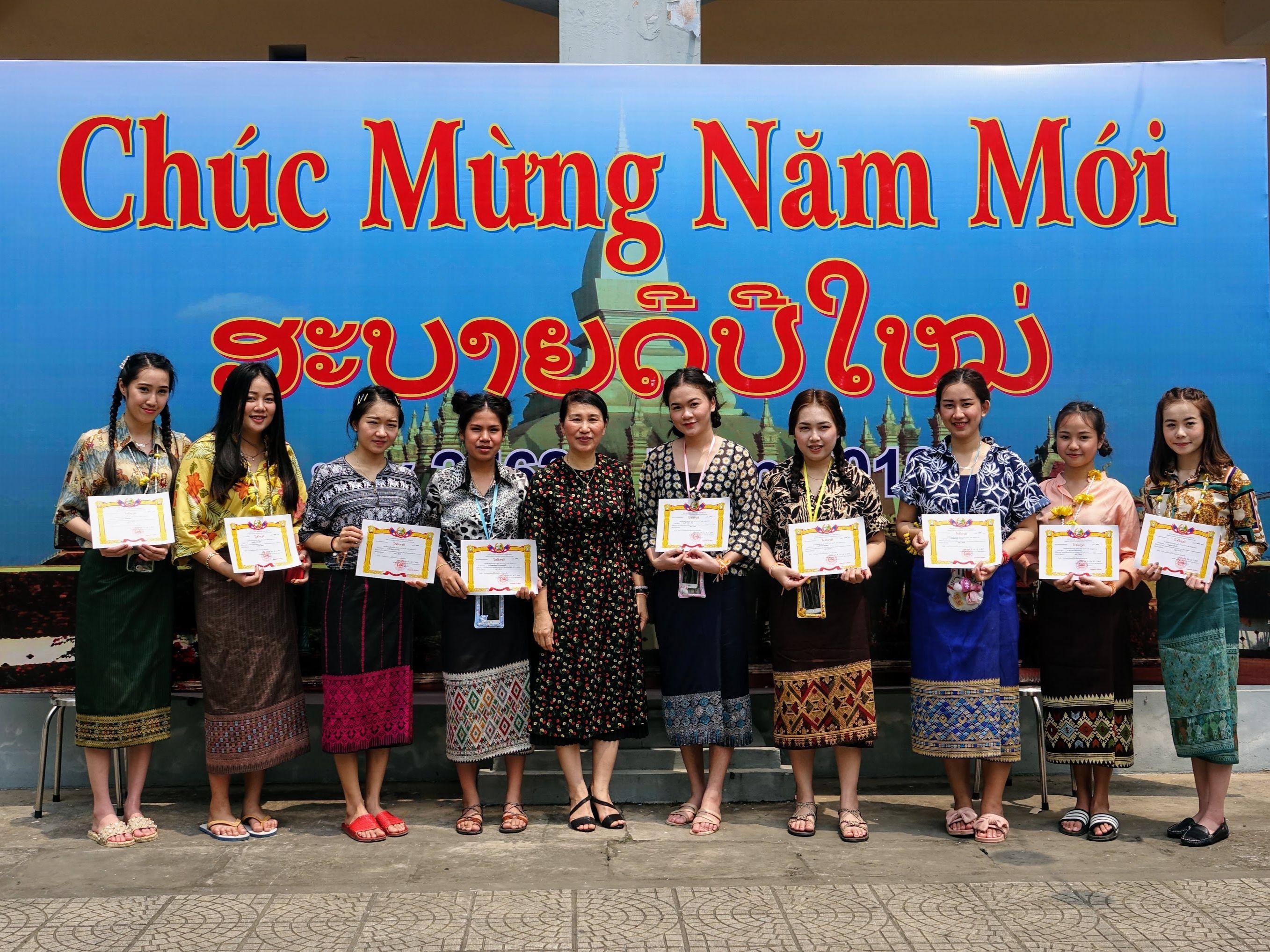 Lưu học sinh Lào vui tết cổ truyền tại Đại học Công nghiệp Hà Nội