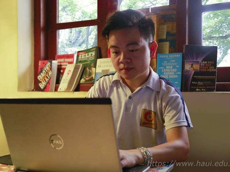 Nghị lực và ước mơ của chàng sinh viên khuyết tật ngành Công nghệ Thông tin
