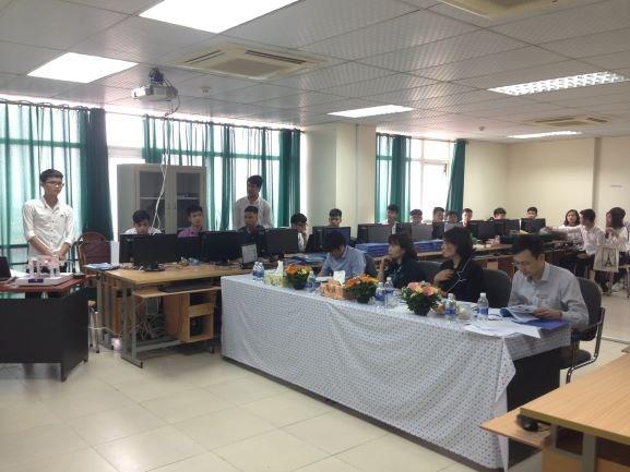 Sinh viên khóa 10 khoa Điện tử bước vào kỳ bảo vệ đồ án tốt nghiệp