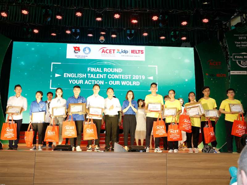 Đại học Công nghiệp Hà Nội đạt giải Nhì cuộc thi Tài năng Anh ngữ, nhận thưởng 130 triệu đồng