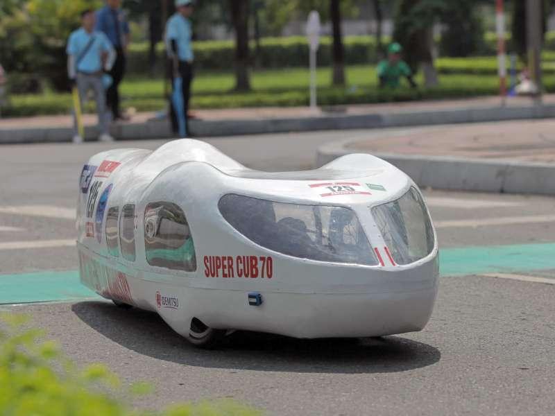 Sinh viên Việt chế xe chạy 1.091 km với một lít xăng