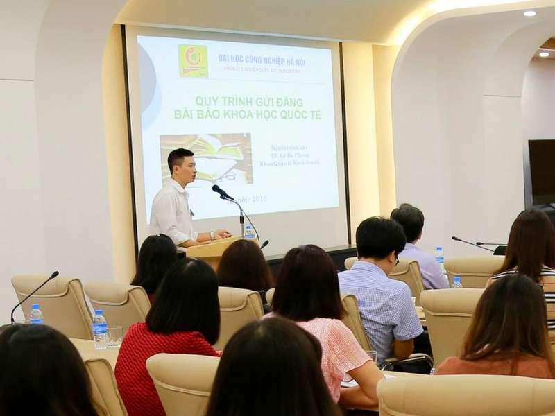 """TS.Lê Ba Phong với công bố quốc tế """"vai trò trung gian của niềm tin trong việc thúc đẩy mối quan hệ giữa lãnh đạo chuyển đổi và các quá trình chia sẻ tri thức"""""""