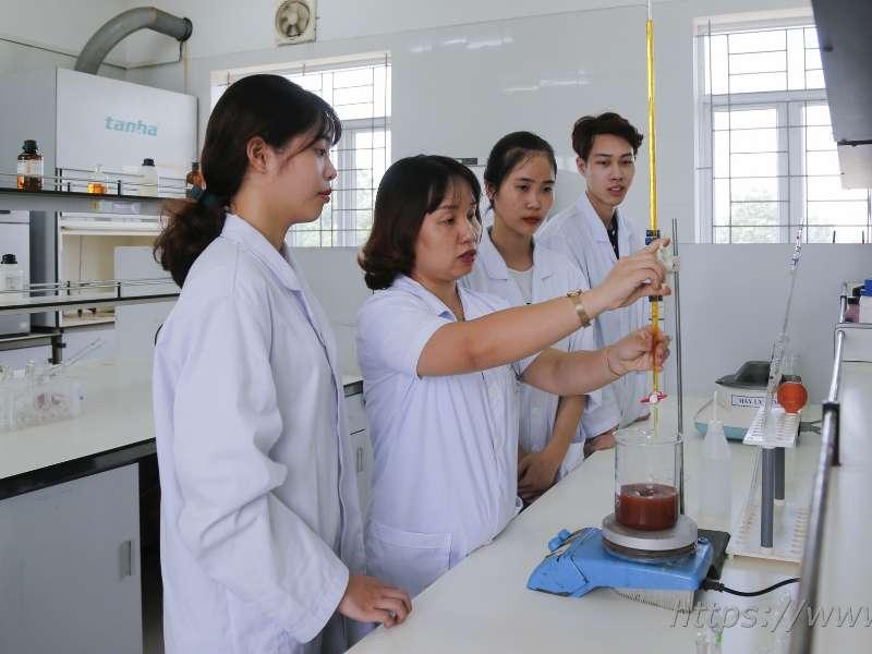 Sinh viên khoa Công nghệ Hóa với nghiên cứu khoa học ứng dụng xử lý nước thải xỉ mạ từ bùn đỏ Tây Nguyên