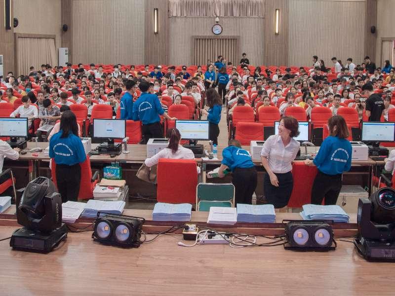 Hơn 3.000 thí sinh náo nức đến làm thủ tục xác nhận nhập học trong 02 ngày đầu tiên tại trường Đại học Công nghiệp Hà Nội